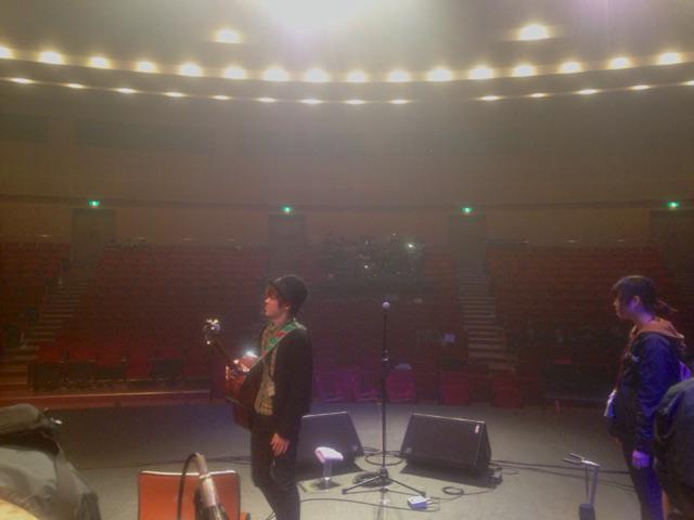 本日は日本工学院八王子校での岩船ひろきワンマンの会場リハ。広〜い〜ホ〜ル〜 http://t.co/uVCcwel3Sr