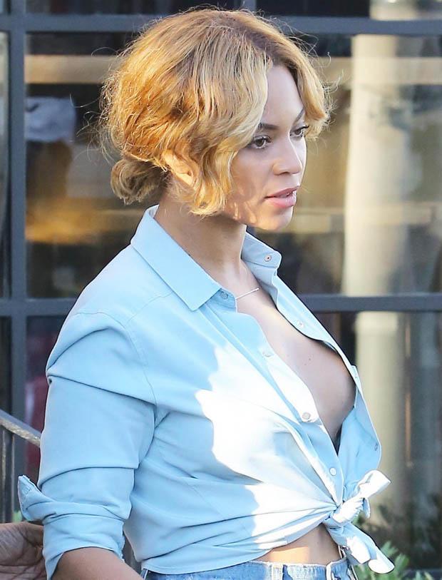 wardrobe Beyonce nipple malfunction slip