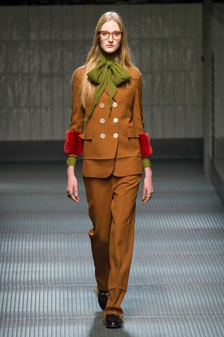 Me encanta que #gucci ponga de moda el NO planchar tras sacar la ropa de la maleta, me viene de luxe http://t.co/45hb5qN3I8