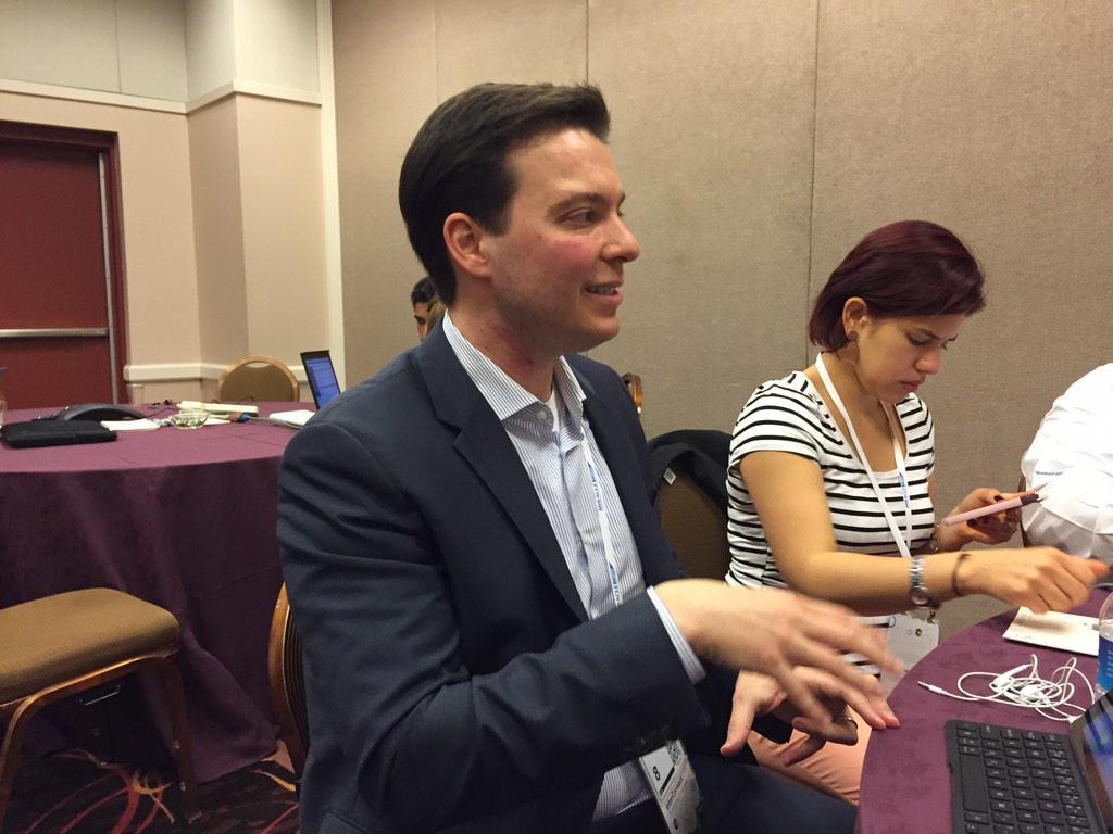 Tiago Spritzer @tiagospritzer: IBM y #Apple van a desarrollar más de 100 apps antes de fin de año #ibminterconnect http://t.co/Se9aOnhnLm