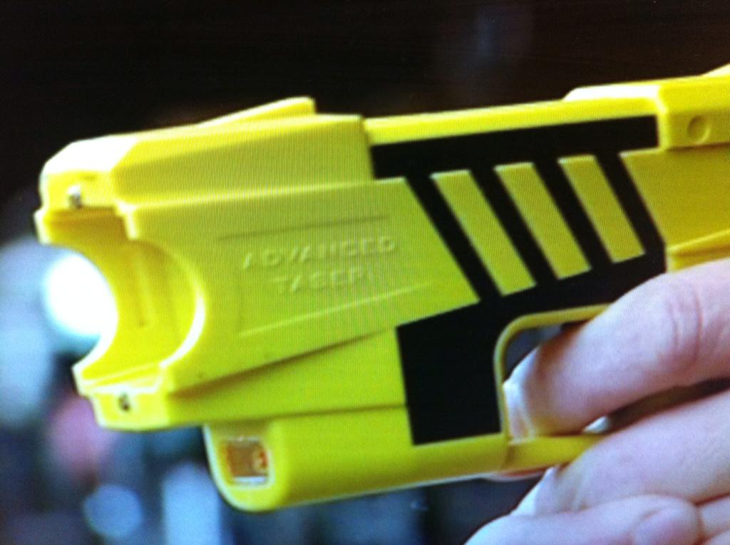 Should more officers carry Tasers? RT for YES. Favourite for NO http://t.co/uVm1KgxbDl