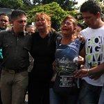 #LaFoto La madre de Kluibert Roa  en el sepelio este #25F en Táchira  http://t.co/nirQJBjf5J http://t.co/I2D5Lo54QF