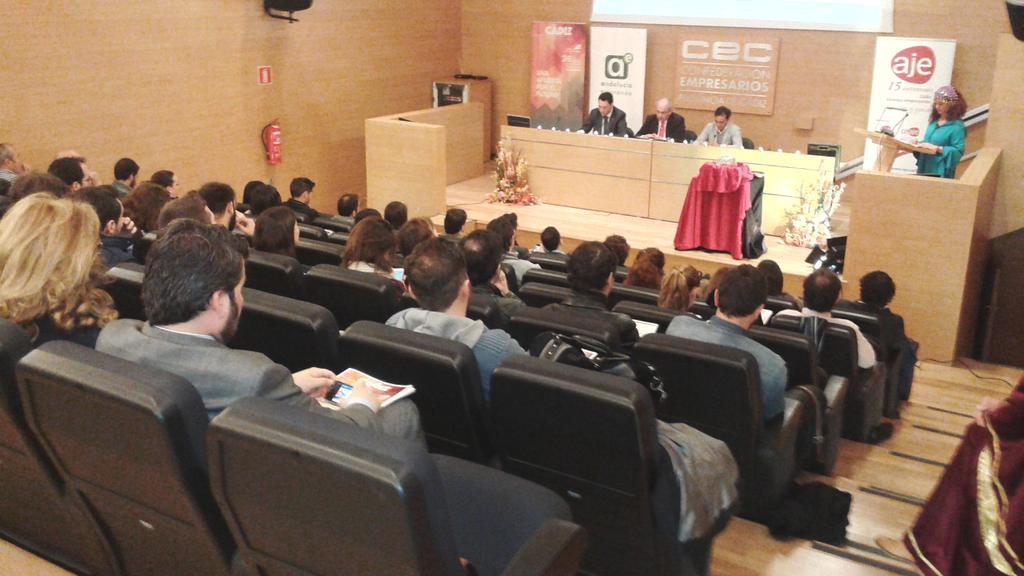 75 personas en #CadizInnovacion. @jsanchezcec pide menos #burocracia y más # financiación xa pymes #gaditanas #TIC http://t.co/BnTQ9Ms7qa