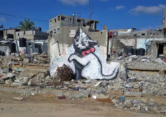 Dice Banksy que en internet la gente solo ve fotos de gatos, así que ha dibujado uno en Gaza http://t.co/Z92rUuGL6j http://t.co/mXtAiGiZ8s