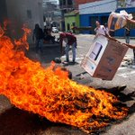 Continúan las manifestaciones en San Cristóbal, Venezuela http://t.co/8JRPOEQf2Y http://t.co/atHggX4F6m