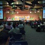 Miles de personas de todas partes del mundo reunidos en Medellín en el @WorldBikeForum #FMB4 #ciudadesparatodos http://t.co/QxtpvjyiiZ