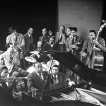 Today in 1917, the first jazz records were made. Here, jazz greats in 1943. Photo: Gjon Mili http://t.co/VWi5Xehh3M
