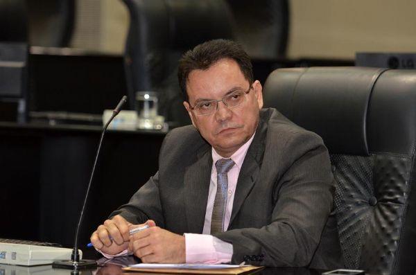 Assembleia vai mesmo criar CPI do VLT para apurar denúncias de possível superfaturamento http://t.co/sEgQepv3Fp http://t.co/jma8FqKjFO