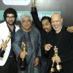 RT @MirchiSelfie: .@Shankar_Live @sid_mahadevan, @Javedakhtarjadu &#loy at the 7th #MMAwards #MeruSelfie #BestUseOfHands http://t.co/88Qfzz…