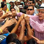 A donde va @AlvaroUribeVel así de solo se ve. #EstoyConUribe http://t.co/avJ6GeCBrB