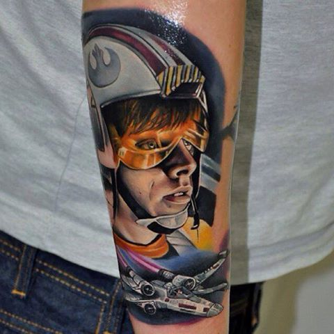 Now that's a Star Wars tattoo! #starwars #tattoo http://t.co/oUCysdYQCK