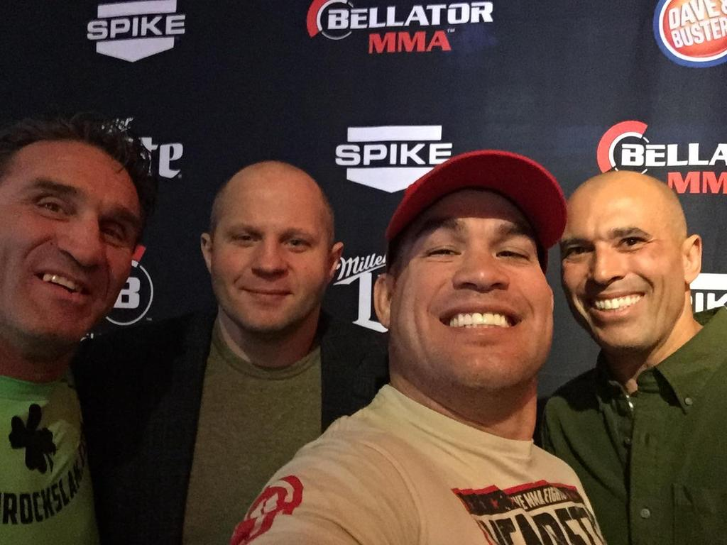 A selfie with the legends at the  @BellatorMMA fan fest @DaveandBusters http://t.co/kirUgVEXSz