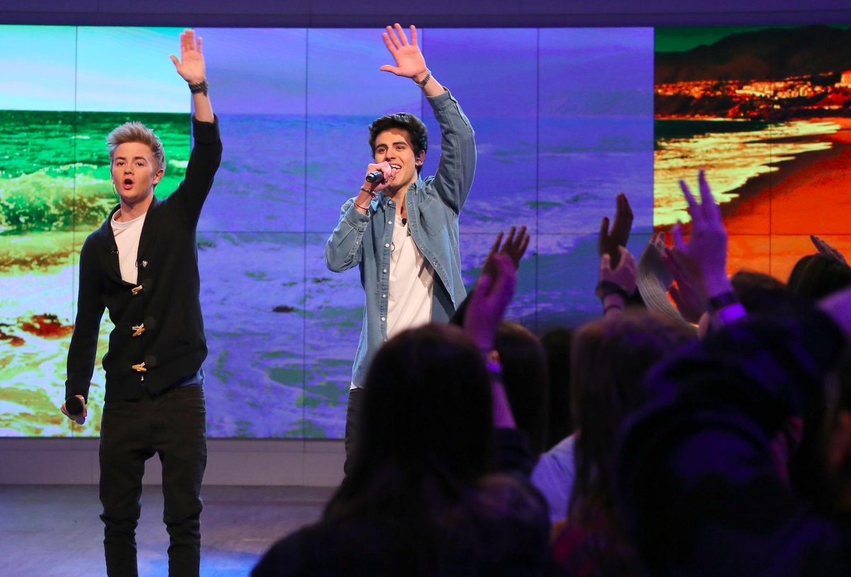Raise your hand if you're ready for a Q&A w/ @jackgilinsky & @JackJackJohnson starting in 10 min