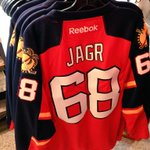 Who is going to be the first person to say they have a Jagr #FlaPanthers jersey? On sale TONIGHT! #CHIvsFLA http://t.co/r4zsgPYps6