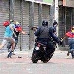 """""""@CarlosTorresF_: Represión en #Venezuela vs Represión en #México ¿o usted que opina? http://t.co/jyZwtbAmrQ"""""""