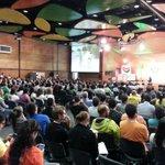 Así es la asistencia al #FMB4 a esta hora. Biciactivistas de diferentes latitudes en Medellín. http://t.co/I4CAKxbDlg