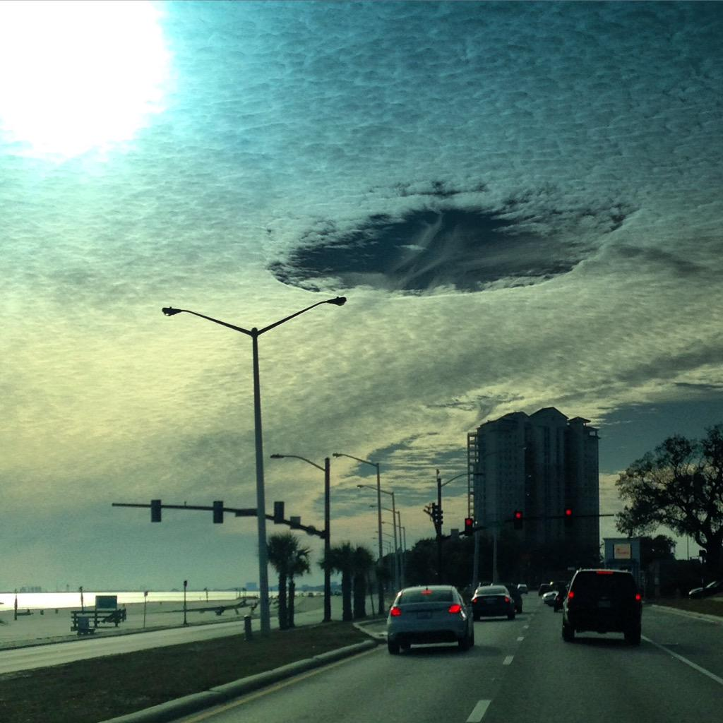 Check out this hole punch cloud I saw over Biloxi, Miss this afternoon.. @JimCantore @mikeseidel @mikebettes #mswx http://t.co/K1EcNcOhJW