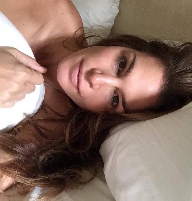 Cindy Crawford @cindycrawford: #WAKEUPCALL Support #ChildrenofSyria @UNICEFUSA: http://t.co/M3mrukEO8h I nominate @CTurlington @SoniaKashuk @MmeGrey http://t.co/ApxwrCpfPR