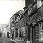 RT @SirWilliamD: I give you Strand Yard in Highgate, London as it looked c.1900. Not a millionaire in sight. #London http://t.co/PaNLudeHFa