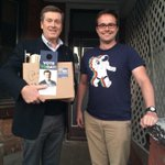 Dropping off an Election Day kit to Davenport co-ward captain Damian in #ward18 #44in72 #TOpoli #Toronto http://t.co/7jTxbqxgR6