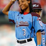 RT @SBNationMLB: MoNe Davis will throw the ceremonial first pitch tonight before Game 4 of the World Series http://t.co/ZPmVQjohSm http://t.co/mvXWtXUREp