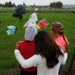 RT @mrkmully: Students, parents arriving all morning to lay flowers at Marysville Pilchuck Saturday. #MPHS @EverettHerald http://t.co/tlGk1vG3DM