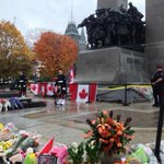 RT @HannahThibedeau: Ottawa police protecting the memorial guard at the National War memorial #ottawashooting #hw #cdnpoli http://t.co/chFuGZ6ov9
