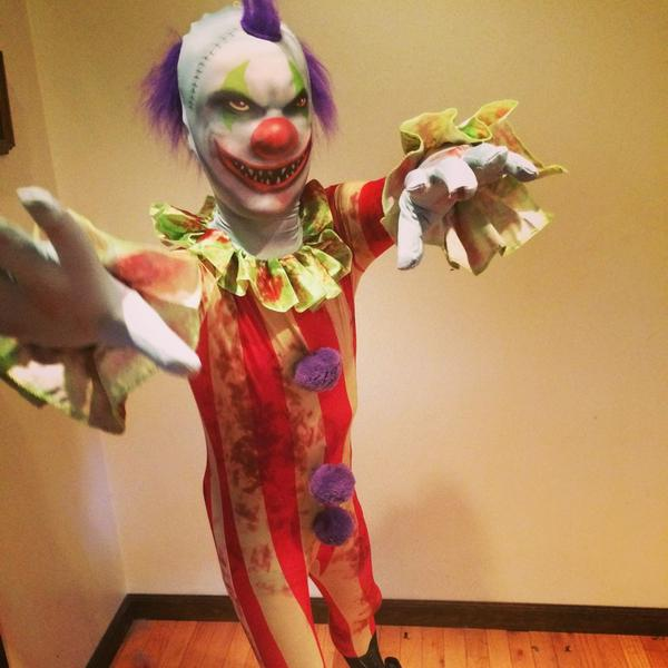 My #giveaway ends at midnight & it's scary easy. Do it or clowns will eat you. http://t.co/qlnDvbD5Zh #CoffinHop http://t.co/kZRVrA58F1