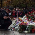 Ottawa police pray at Tomb of the Unknown soldier #ottnews http://t.co/TkvYcsD9lF