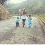 Ejemplo Claro de un gobierno Totalitario . Esposa e hijos devueltos sin ver a @leopoldolopez #BarrotazoXLaLibertad http://t.co/Y2jug7xvHm