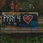 RT @jakewhittenberg: Concrete wall at Woodinville hs shows support for #MarysvillePilchuck #Marysville http://t.co/N17xHx5JkX