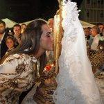 El beso a mi Madre! Mi Chinita! http://t.co/DMuut16SUJ