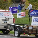 Spotted on the road today, @DougFord2014s brother Randy hammering in signs along Eglinton in #Toronto #TOpoli http://t.co/TQmKynFJcT