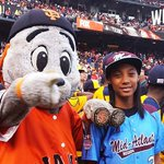 RT @MLB: Mo'ne Davis and the #JRW Little League squad are in the house for #WorldSeries Game 4. http://t.co/tc6cbFdztt