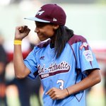 RT @mashable: Mone Davis throws the first pitch at the #WorldSeries and kills it, of course http://t.co/7RGfzVF1Ke http://t.co/XpKBQ2nFd3