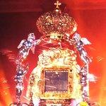 RT @PanchoArias2012: Desciende nuestra Virgen del Rosario de Chiquinquirá para colmarnos de bendiciones. ¡Que viva la Chinita! http://t.co/pnHh31QS0j