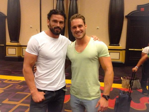 Vegas! With @TheJaseDean at @Love_N_Books :) it's been an Awesome! Day Thanks to everyone who came to see us. :) http://t.co/SnoNN62Kbg