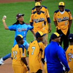 RT @ChicagoSports: #JRW living large at World Series, even lost at pool to Mone Davis, via @PWSullivan http://t.co/mcGUhFkzOd http://t.co/UQ7yige2No