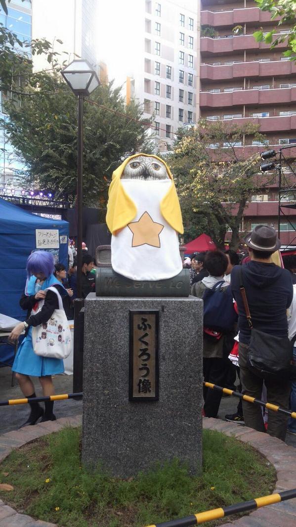 公園のふくろう像がケロロのコスプレ! http://t.co/89GyZxHnXS