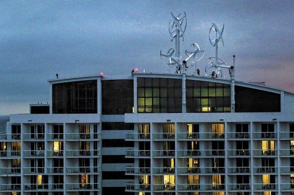 Wat denkt u,laten waaien,of toch een #windmolen op uw #dak? @HettyAdams @Marc_Bellinkx @texelenergie @DuurzaamActueel http://t.co/m53U73ZWAj
