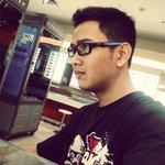 "RT @m_nukha: Jln"" ke @optikseis liat #OakleyCrosslink keren banget wajib punya! @OakleyIndonesia http://t.co/cOrRxQEeWo"