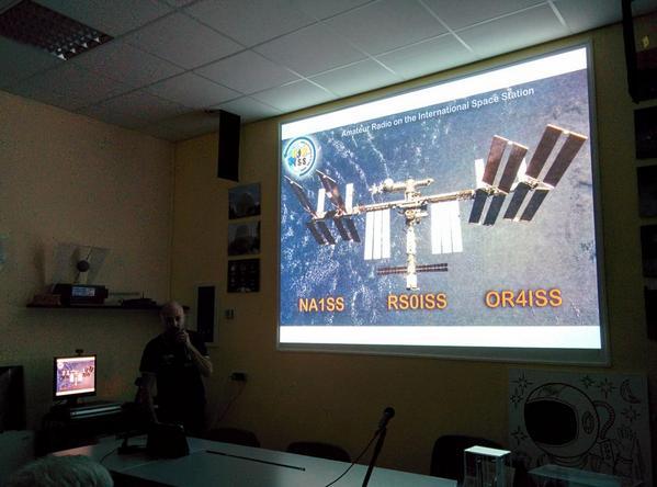 QSL dalla ISS. @teobrex racconta la sua esperienza di contatti radio con gli astronauti sulla #ISS http://t.co/qQsjeKR9Dk
