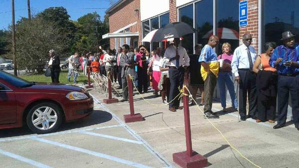 Crowds already lined up in Chatham. #gapol #postthepeach http://t.co/uyVyTYmTsi