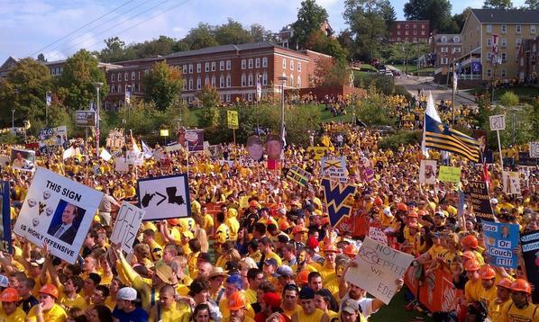 A beautiful @CollegeGameDay scene in '11. We'll see you again Saturday, Morgantown! #WVU #TCU http://t.co/W3DJfxk6do