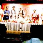 Jyeshtha Abhinetri Sulochana ji ko aaj Hridaynath ke naam ka puraskar Baba saheb Purandare ji ke Haatho'n diya gaya. http://t.co/48cefooFJ0