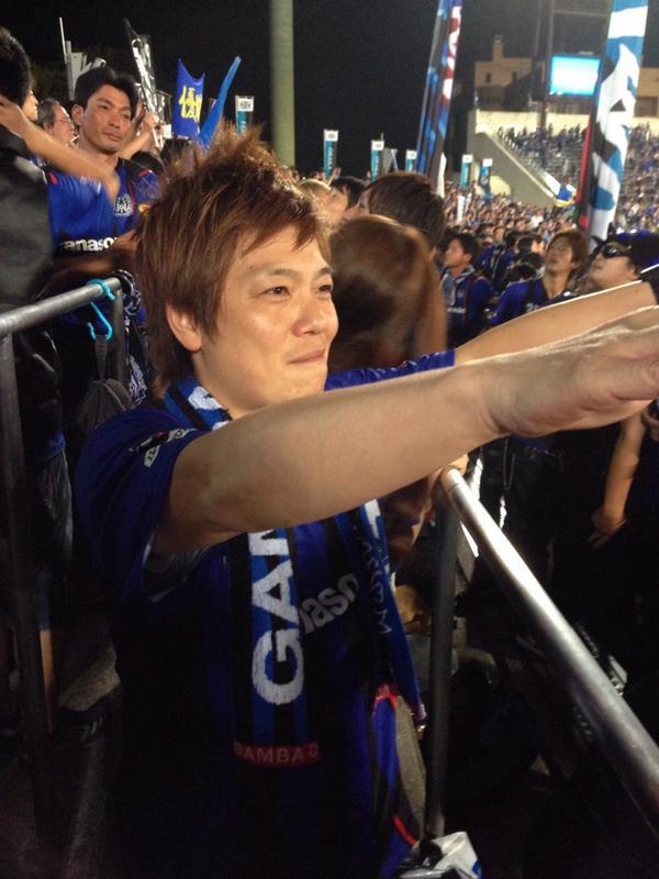 生意気にもゴール裏でガンバ大阪を応援させて頂きました!!皆さんの熱い応援に興奮しました!!ありがとうございました!しかも勝ったぞーーー!! http://t.co/QN2HDkGf75