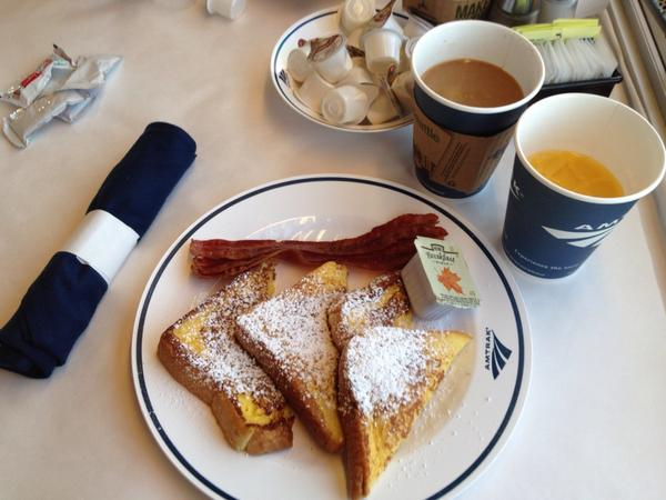 Breakfast on @Amtrak_CA Starlight—convo was awesome! I was seated w an indie writer & Bostonian communications pro http://t.co/LmVUeSxBj6
