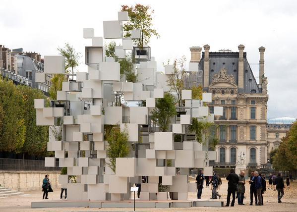 NOMADIC. La instalación de Sou Fujimoto hecha con cubos de aluminio para la FIAC de París. #fiac http://t.co/HkXPil9yu9