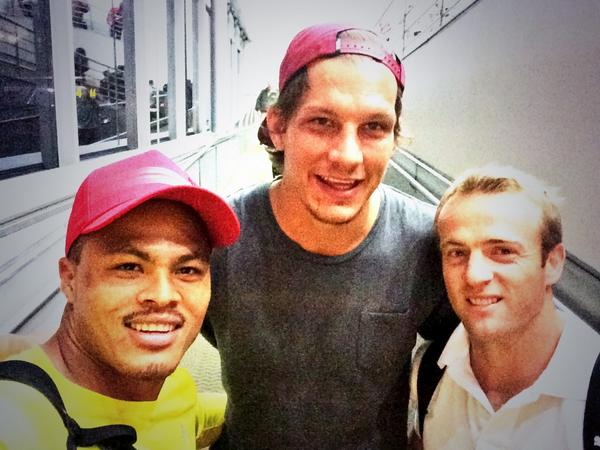 Off to London ✈️@MikeRhodes7 @sarelpretorius @Barbarian_FC #ExcitedTime #SomethingNew #Baabaas ⚫️⚪️⚫️⚪️ http://t.co/rRBPhW2IJu