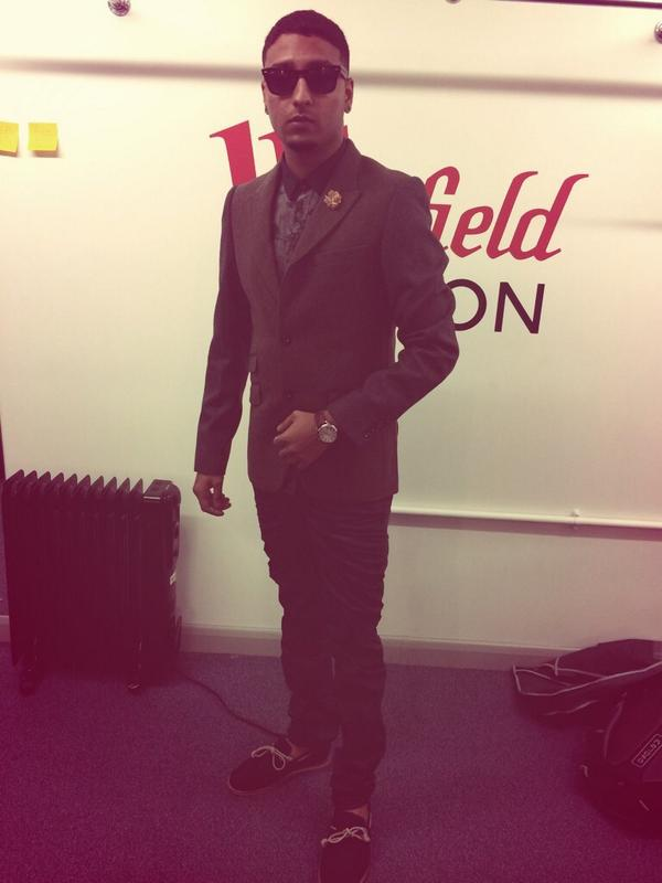 Thanks to @PearlyKingJeans for the outfit today and @CircusMenswear for styling! #MusicCube #BornAgain http://t.co/xqbwfGpijh